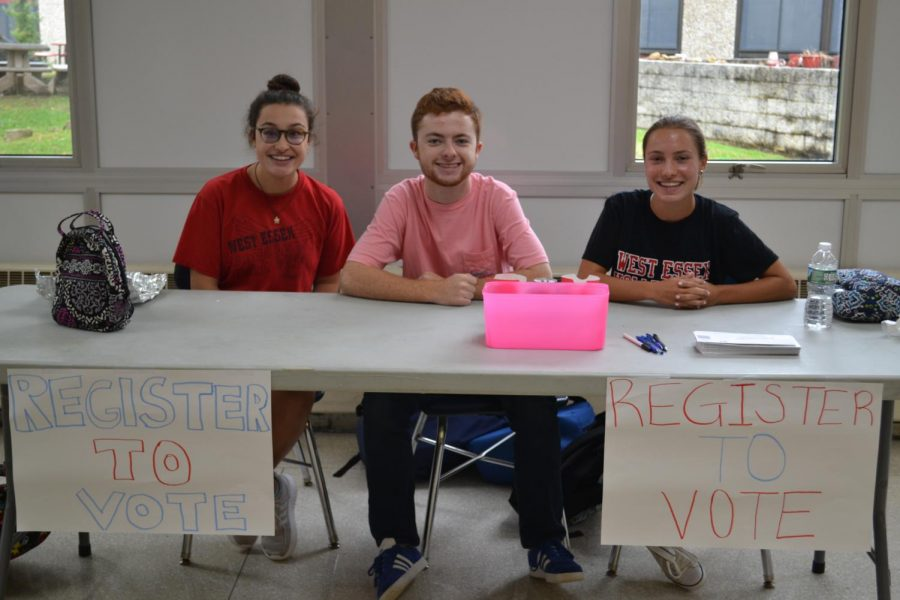 Officers+of+Rho+Kappa+staff+the+table+at+the+honor+society%27s+voter+registration+drive+Oct.+4+in+the+cafeteria.+The+drive+will+run+through+Oct.+5+for+any+student+who+will+be+18+in+time+for+this+year%27s+midterm+elections.