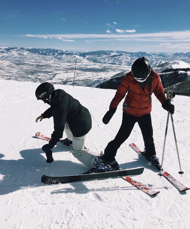 Sophomores+Emma+Tartini+and+Nikki+Schachtel+in+skiing+in+Utah