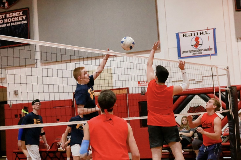 Volleyball+teams+WE+Baseball+and+The+Original+Pancake+House+battle+it+out+during+the+playoffs+of+the+Turkey+Classic+volleyball+tournament+Nov.+21.
