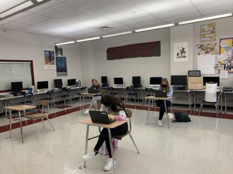 Students work in Chris Hermosilla